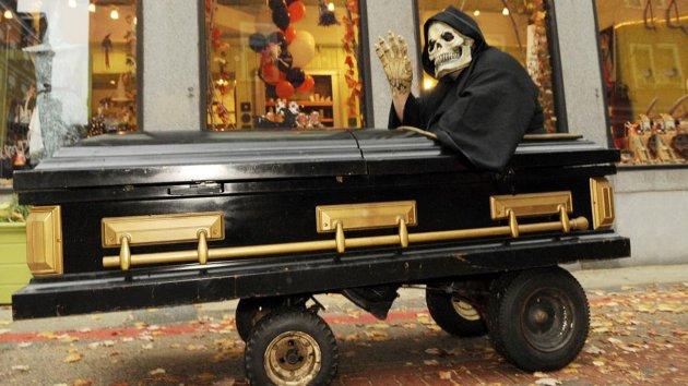 Изображение гроба и стилизованной смерти